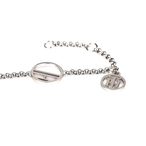 Strieborné šperky sú mimoriadne obľúbené kvôli svojej jemnosti a elegancii