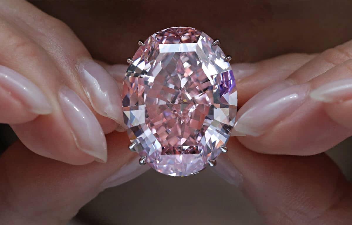 Medzi najdrahšie šperky na svete zaraďujeme slabo ružový diamant The Pink Star