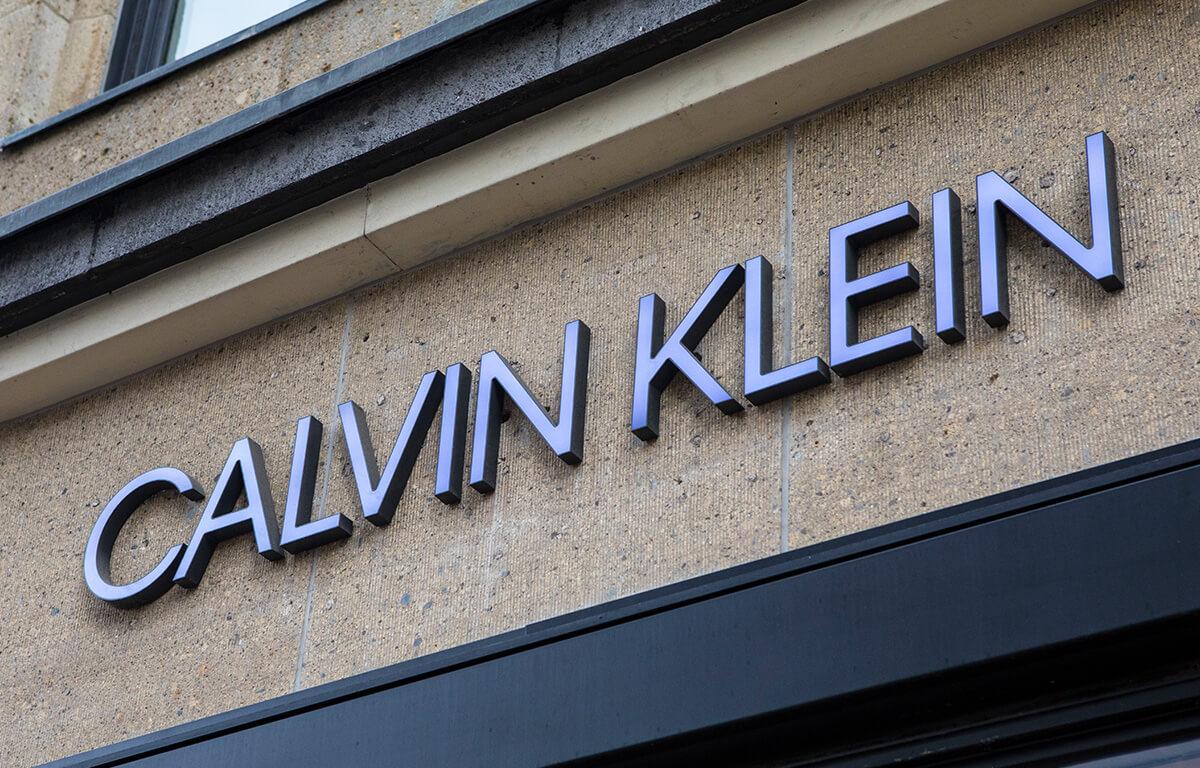 Značka Calvin produkuje nielen štýlové oblečenie, ale aj módne doplnky