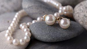 Perly sú unikátne drahokamy, ktoré sa už od nepamäti využívajú v šperkárstve
