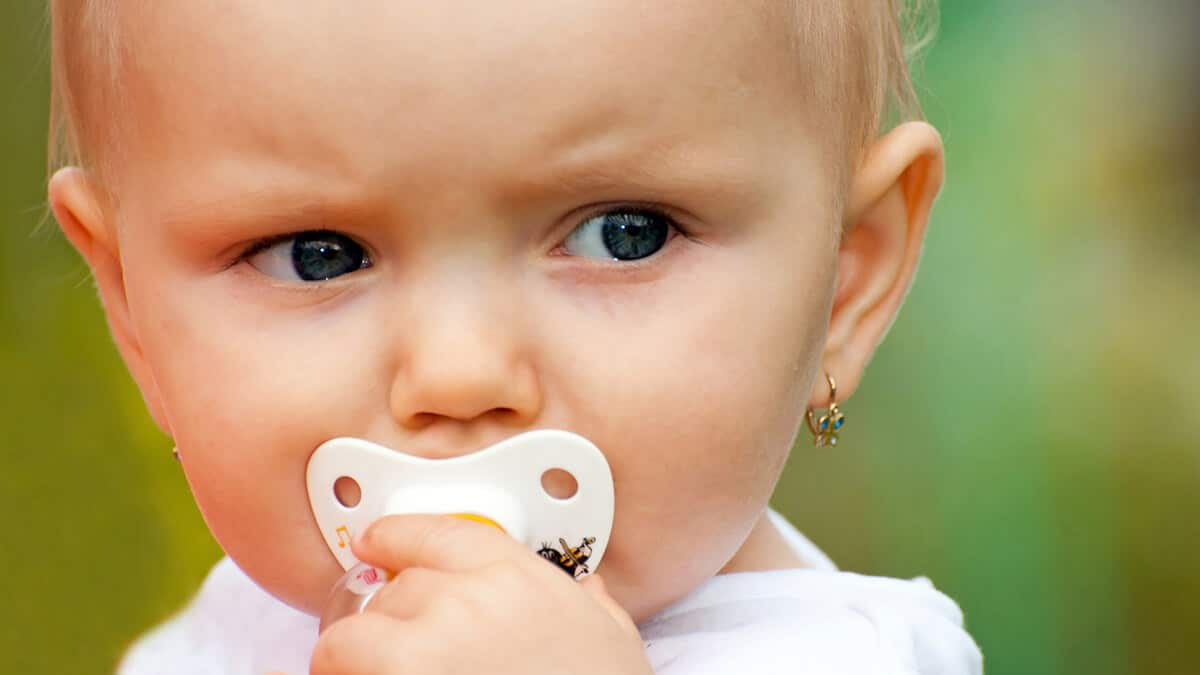 Chcete vedieť ako vybrať detské náušnice?