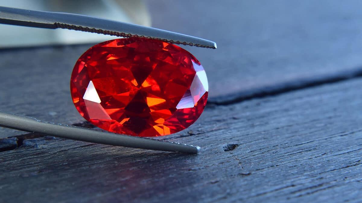 Rubín vo svojej typickej červenej farbe