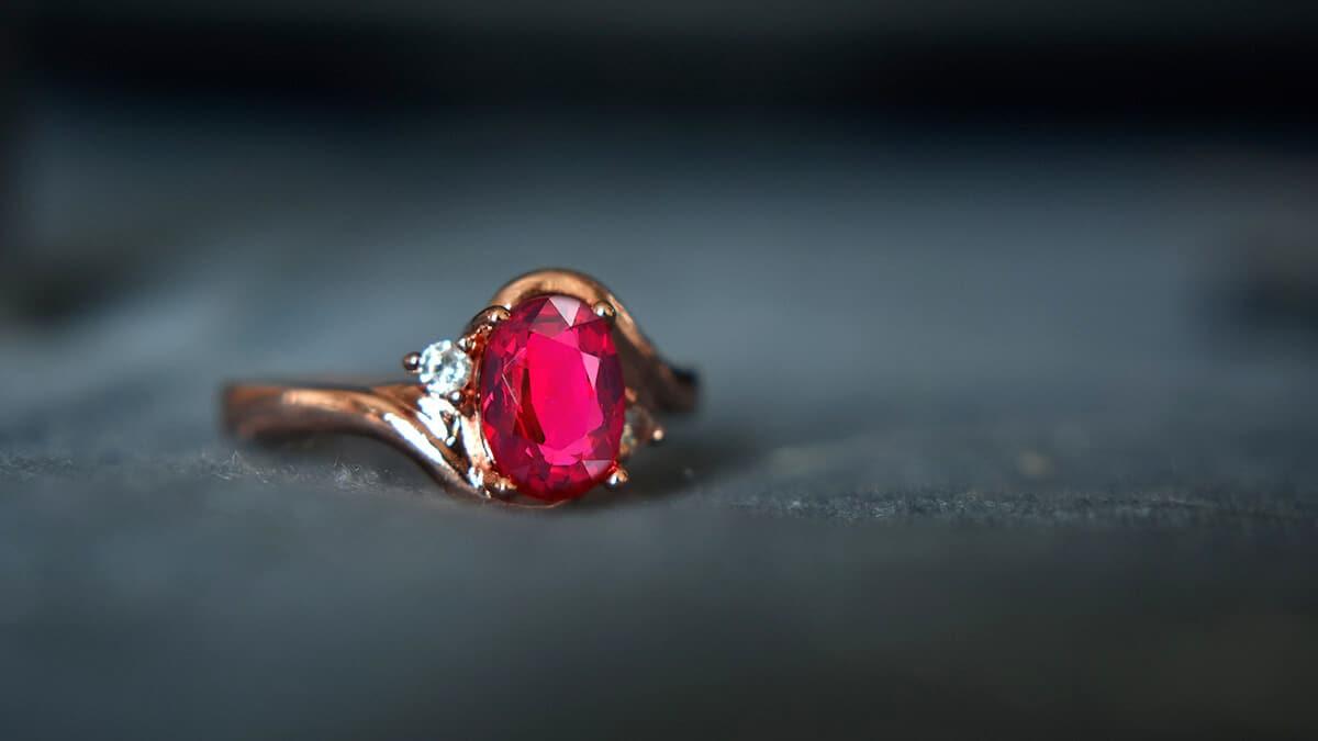 Rubín sa využíva hodne aj v šperkárstve